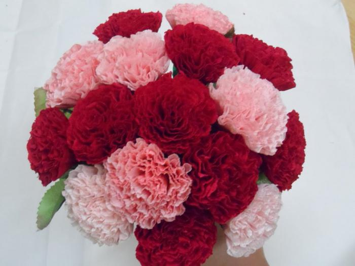 Carnations of napkins with their own hands: master class with photo